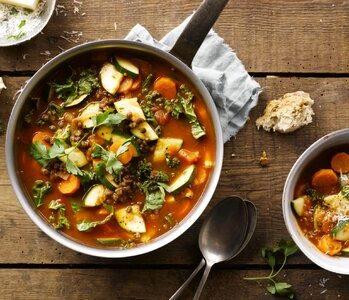Zimowa dieta też może być pełna warzyw – sezon na jarmuż i brukselkę